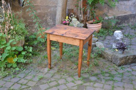 Tisch um 1840/50